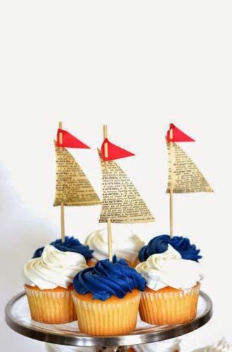 Διακοσμήστε τα cupcakes με στικ από βαρκούλες.