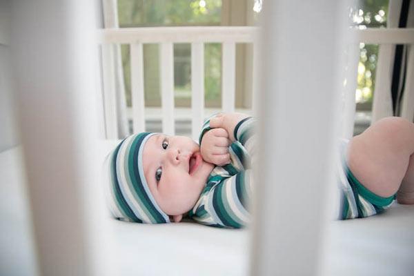 Μωράκι μέσα στην κούνια του.